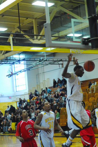 20090301_MCC Basketball_5607.JPG