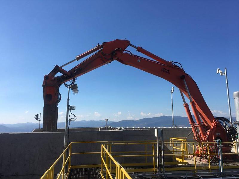 NPK B9500HD pedestal boom system with GH12 hydraulic hammer (4).jpg