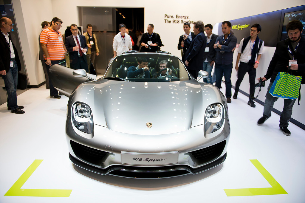 . The 2015 Porsche 918 Spyder plug-in hybrid sports car at Los Angeles Auto Show on Wednesday, Nov. 20, 2013, in Los Angeles. (Photo by Watchara Phomicinda/San Gabriel Valley Tribune)