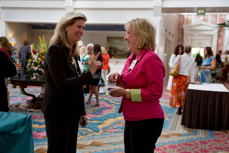 Cindy and Wendy in lobby.jpg