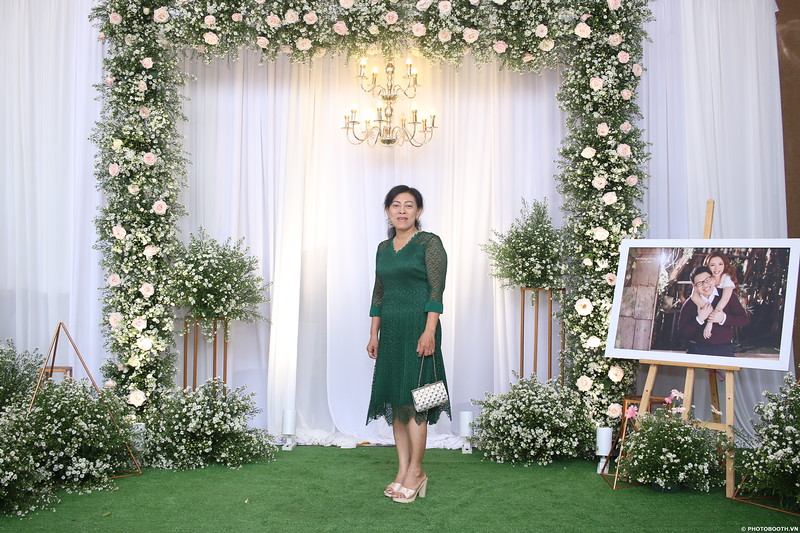 Vy-Cuong-wedding-instant-print-photo-booth-in-Bien-Hoa-Chup-hinh-lay-lien-Tiec-cuoi-tai-Bien-Hoa-WefieBox-Photobooth-Vietnam-074.jpg