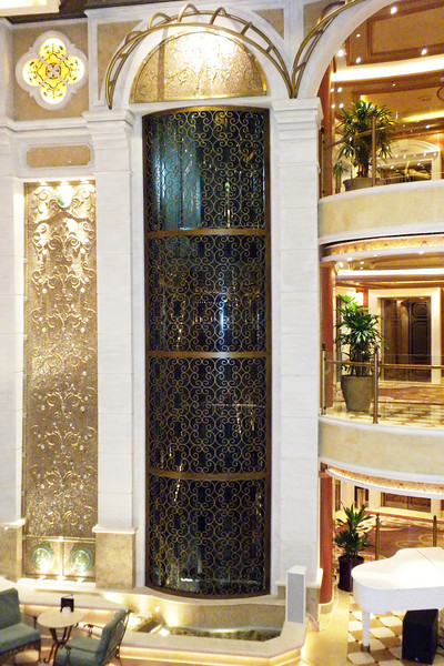 Elevators in the center of the ship in the Piazza