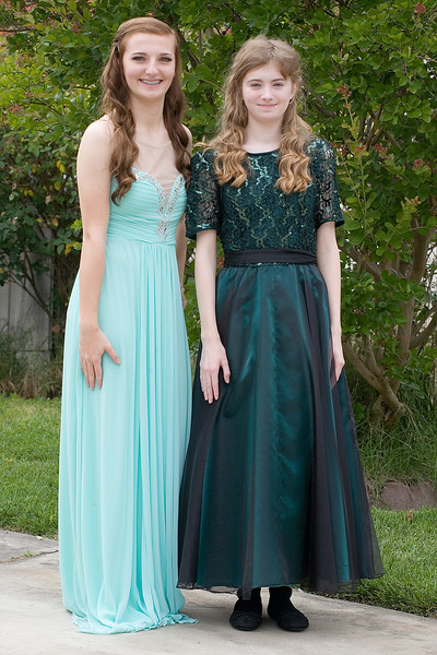 Hannah and Sarah before the SRCHS Prom 2016.