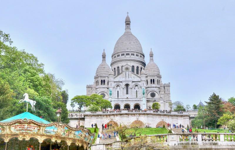 Sacré-Cœur Basilica stands at the summit of the butte Montmartre, the highest point in the city. - Paris