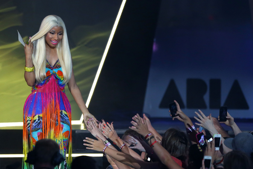 Description of . Nicki Minaj presents the ARIA for best Urban release at the 26th Annual ARIA Awards 2012 at the Sydney Entertainment Centre on November 29, 2012 in Sydney, Australia.  (Photo by Brendon Thorne/Getty Images)