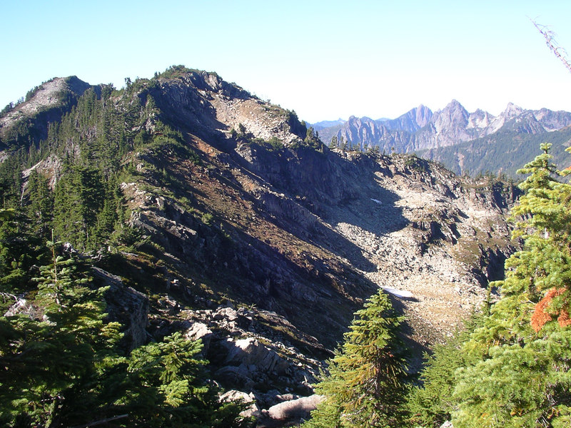 Eventually, we are on top and start hiking along the ridge. With the views all around, this part is fun!