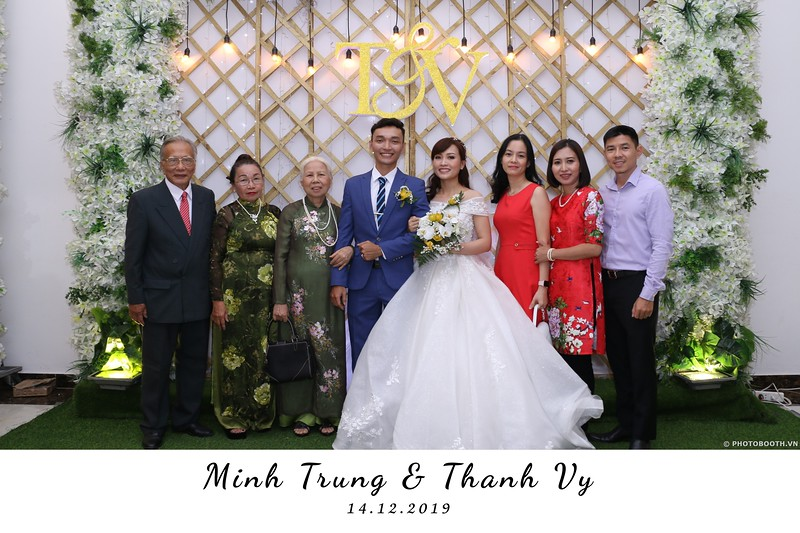 Trung-Vy-wedding-instant-print-photo-booth-Chup-anh-in-hinh-lay-lien-Tiec-cuoi-WefieBox-Photobooth-Vietnam-076.jpg