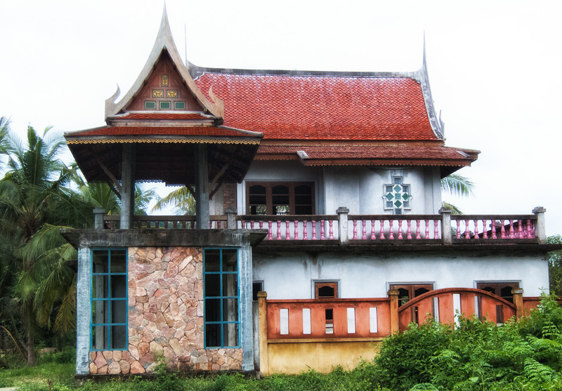 We took a walk, got a bit lost, and discovered this old abandoned house near Bangtao Beach.