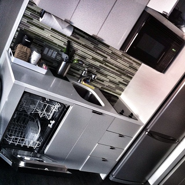 Hotel room has a stove, pots, dishwasher, sink, fridge, freezer: maybe I should stay in and cook in NYC tonite?