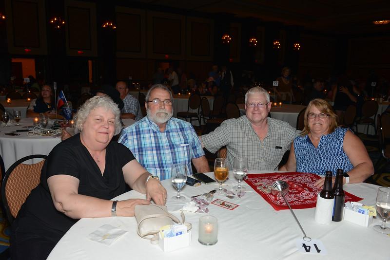 Banquet Tables 203818.jpg