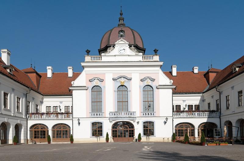 Am Mittwoch haben wir nördlich von Budapest das Schloss Gödöllő besucht. Hier hat die Königin Elisabeth viel Zeit verbracht. Elisabeth wird im Volksmund auch Sissi genannt.