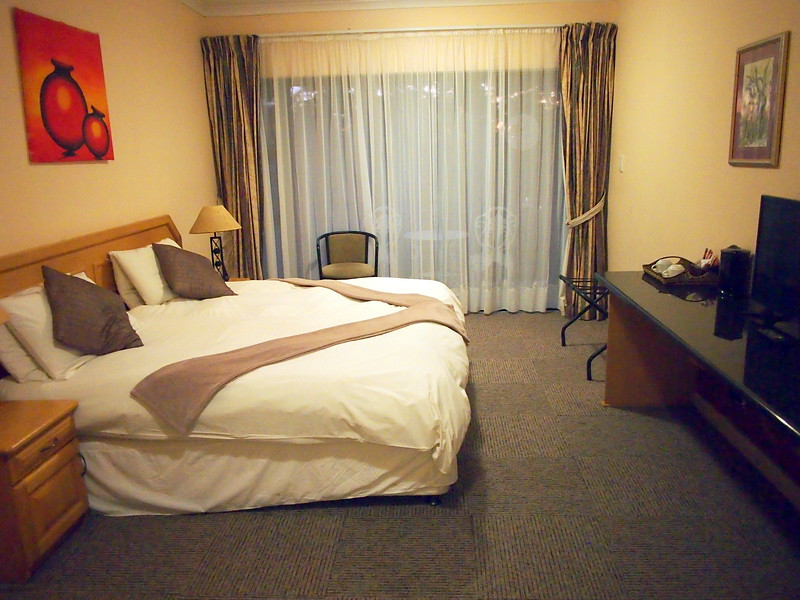 P5036180-bedroom.JPG