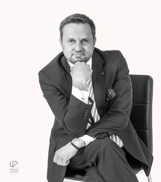 """Mano LRT studijoj patogiai įsitaisė TV žaidimo """"Kas ir Kodėl""""  vedėjas Darius Jurgelevičius"""