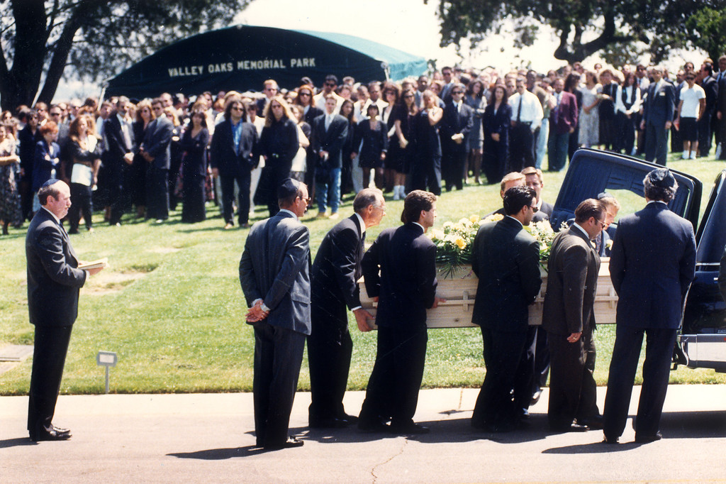 . Pallbearers prepare to take the body of Ronald Goldman to his grave at Valley Oaks Memorial Park in Westlake Village.   (6/16/94)   (Los Angeles Daily News file photo)