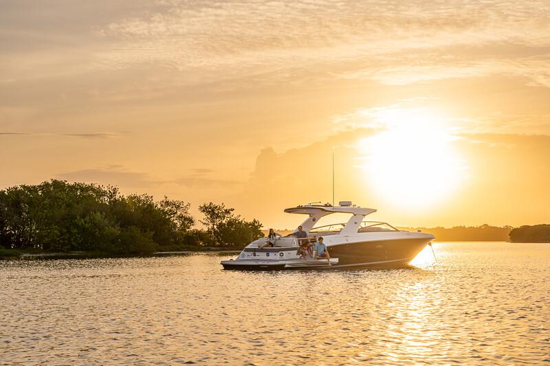 2021-SLX-400-SLX400-lifestyle-starboard-stern-three-quarter-family-swim-terrace-02594.jpg