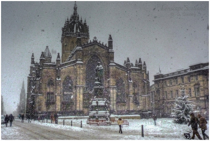 Saint Giles high kirk and Parliament Square