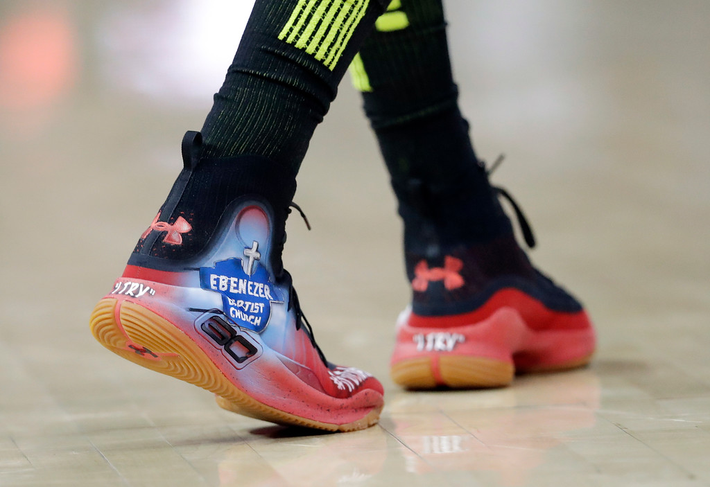 . Atlanta Hawks guard Kent Bazemore wears shoes with artwork depicting the Atlanta\'s historic Ebenezer Baptist Church during the first half of the team\'s NBA basketball game against the Cleveland Cavaliers on Friday, Feb. 9, 2018, in Atlanta. Civil rights leader the Rev. Martin Luther King Jr. was the church\'s preacher. (AP Photo/John Bazemore)