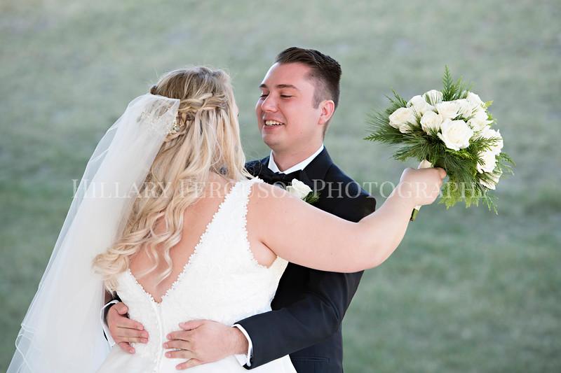 Hillary_Ferguson_Photography_Melinda+Derek_Getting_Ready380.jpg