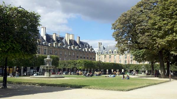 2 Sisters in Paris