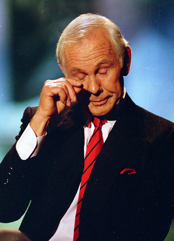 ". ** FILE ** Talk show host Johnny Carson wipes his eye after watching a series of clips from earlier shows during the last taping of ""The Tonight Show\"" in Burbank, Ca., Friday, May 22, 1992. Carson died Sunday, Jan. 23, 2005 according to his nephew. He was 79. (AP Photo/Douglas C. Pizac)"