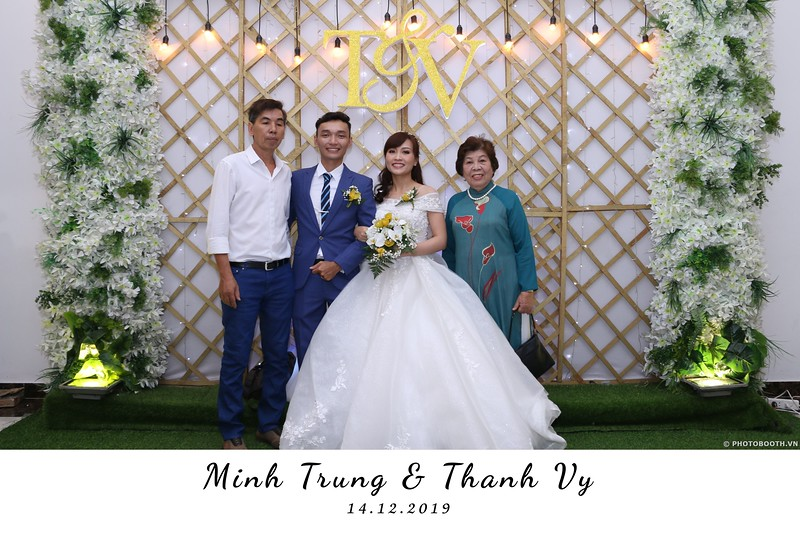 Trung-Vy-wedding-instant-print-photo-booth-Chup-anh-in-hinh-lay-lien-Tiec-cuoi-WefieBox-Photobooth-Vietnam-048.jpg