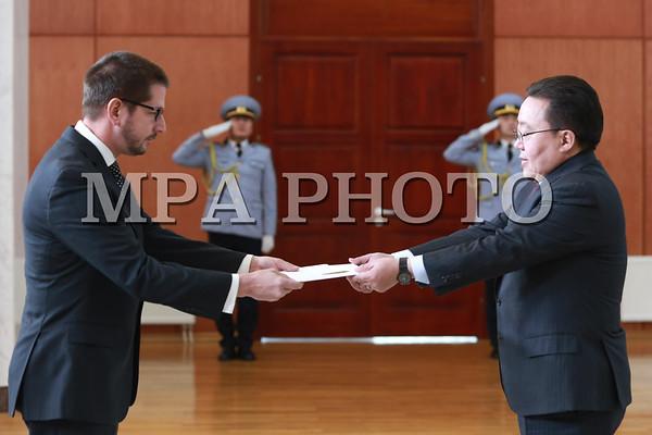 Монгол Улсын Ерөнхийлөгчид БНКУ-ын Элчин сайд ИЖБ барилаа