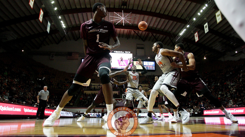 Chris Clarke (15) reaches up to catch an inbounds pass underneath the UMES basket. (Mark Umansky/TheKeyPlay.com)