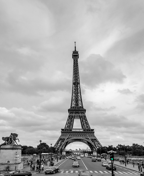 eiffel tower 6 bw.jpg