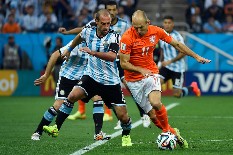 . Argentina\'s defender Pablo Zabaleta (L) and Netherlands\' forward Arjen Robben vie for the ball during the semi-final football match between Netherlands and Argentina of the FIFA World Cup at The Corinthians Arena in Sao Paulo on July 9, 2014. (ODD ANDERSEN/AFP/Getty Images)