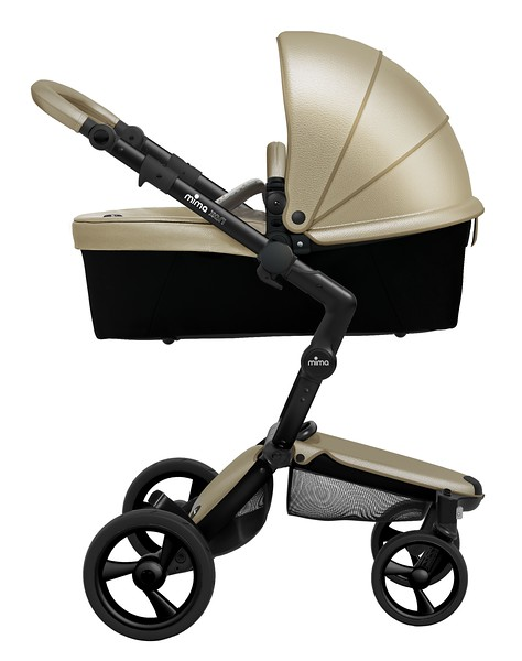 Mima_Xari_Product_Shot_Champagne_Black_Chassis_Side_View_Carry_Cot_Sandy_Beige.jpg