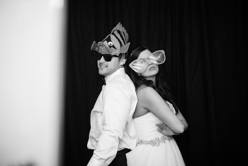 1132_Josh+Lindsey_WeddingBW.jpg