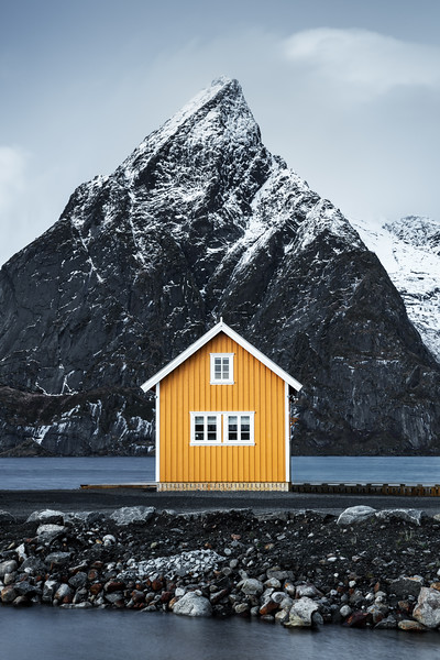 Yellow hut Lofoten Reine landscape photography norway_2.jpg