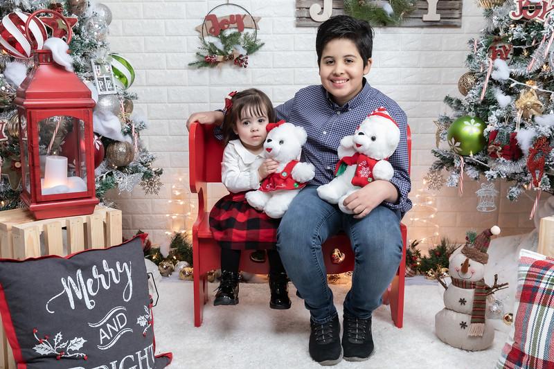 12.21.19 - Fernanda's Christmas Photo Session 2019 - -3.jpg