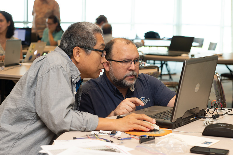 Lihong Su (left) and Michael S. Williamson at the Microcontrollers Workshop at the Harte Research Institute.