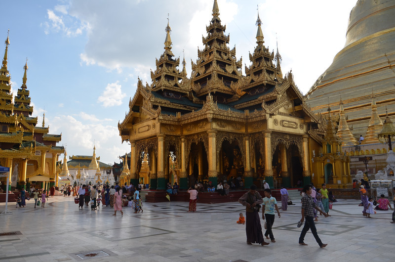 DSC_3744-shwedagon-paya-eastern-shrine-hall.JPG
