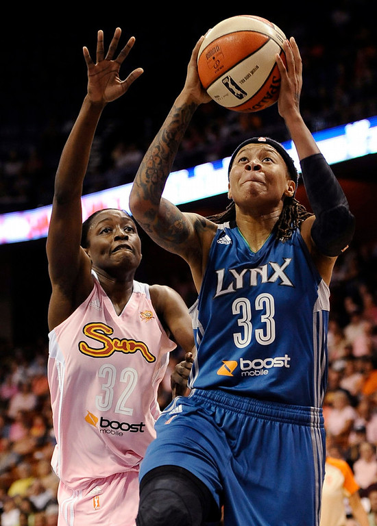 . Minnesota Lynx\'s Seimone Augustus, right, goes up for a basket while guarded by Connecticut Sun\'s Kalana Greene, left, during the first half. (AP Photo/Jessica Hill)