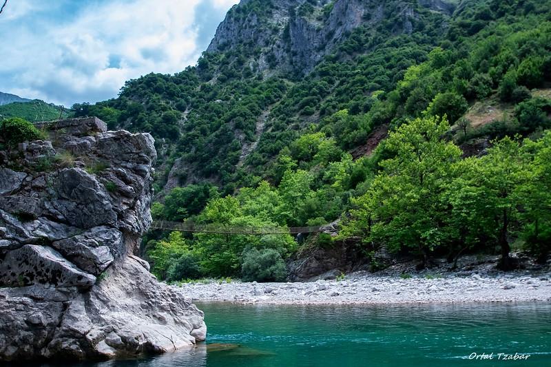 חוף צומרקה נהר אכילוס.jpg
