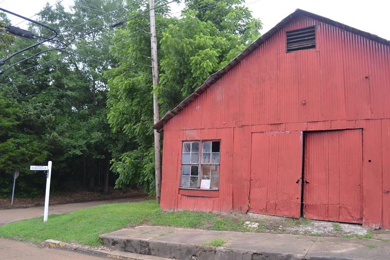 030-old-barn-carrollton-ms_14246559348_o.jpg