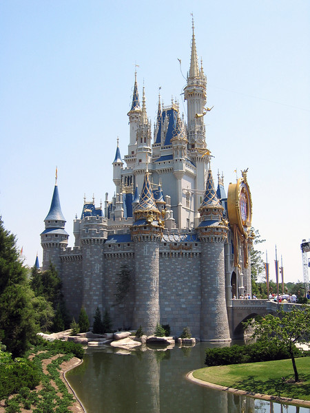 Castle in the Magic Kingdom   (Apr 22, 2005, 12:27pm)