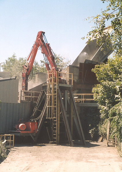 NPK B6500 pedestal boom system with E210A hydraulic hammer-secondary rock breaking 2 (4).jpg