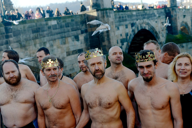 . Participants are seen near the Charles bridge before the traditional New Year\'s winter swimming in the Vltava river in central Prague, Czech Republic, 06 January 2014. Enthusiast swimmers every year brave the cold waters for a swim on Epiphany.  EPA/FILIP SINGER