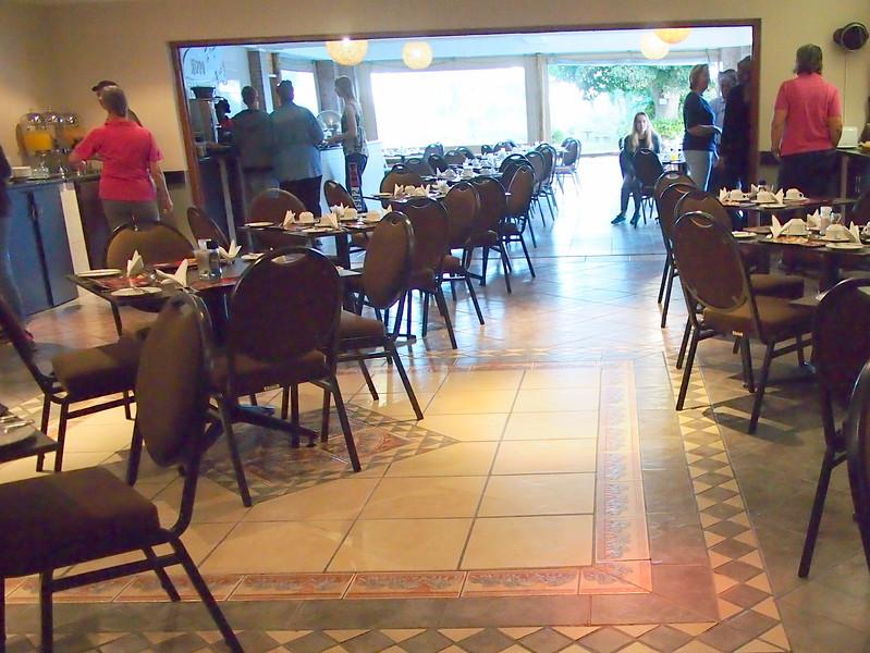 P5046183-hotel-breakfast.JPG