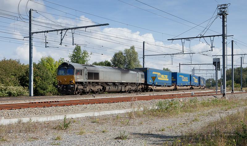 DLC DE 6606 brings a LKW Walter intermodal train past Montzen's old Block 16.