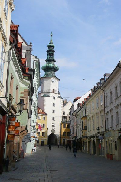3652188-bratislava-old-town-2.jpg
