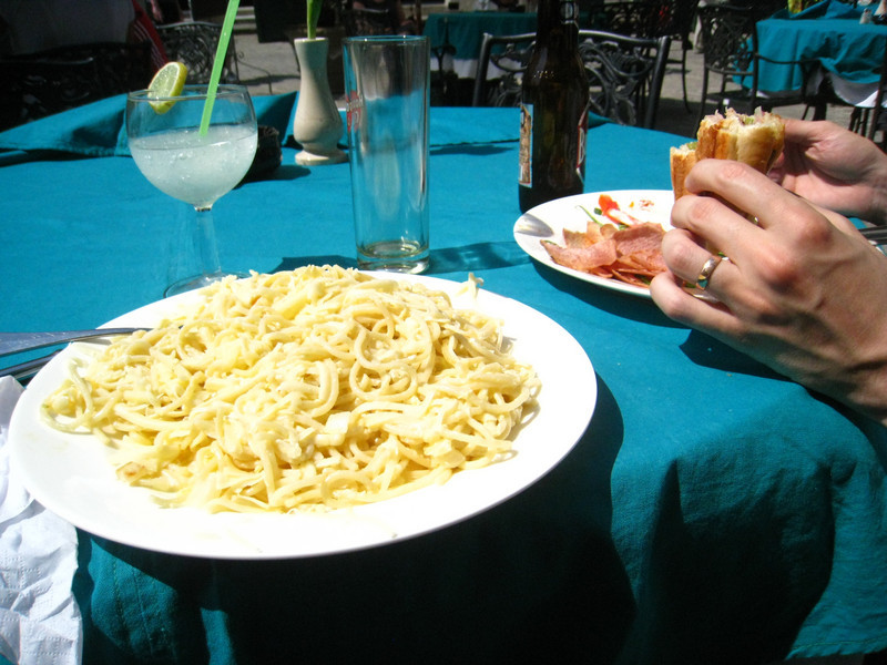 """Very delicious (and ridiculous quantity of) pasta carbonara """"sin"""" bacon"""