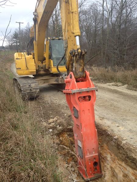 NPK GH12 hydraulic hammer on Komatsu excavator (1).JPG