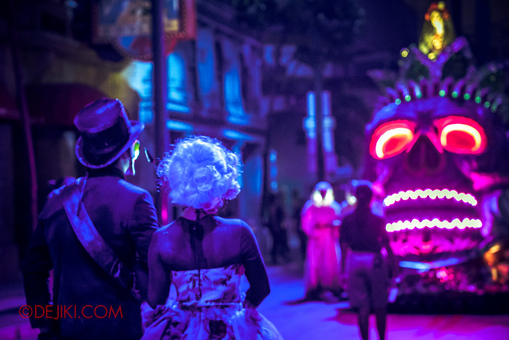 Halloween Horror Nights 6 - March of the Dead / Death March - The Lovers await and bow to Lady Death