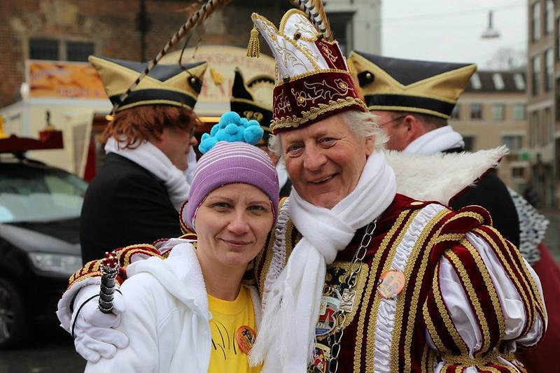 Een van de fotografen, Chrisje staal met Prins Hans den Vierde