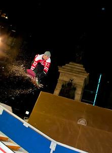 Snowboard Flight 6188, The Downtown Showdown