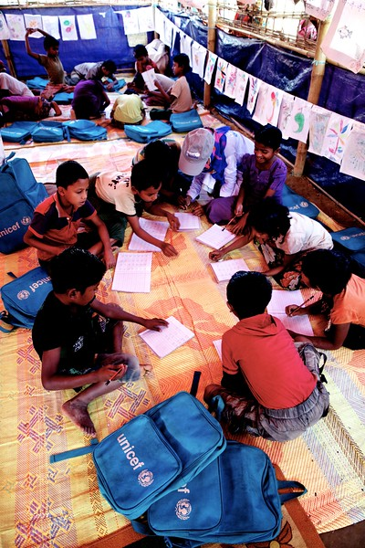 0128-0136Rohingya children attend classes at a UNICEF-supported learning centre at the Balukhali makeshift settlement in Ukhia, Cox's Bazar, Bangladesh.     Photo: UNICEF / b.a.sujaN/Map